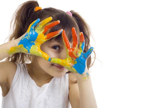 Los colores en los dibujos de los ni os ed kame - Ninos pintando con las manos ...