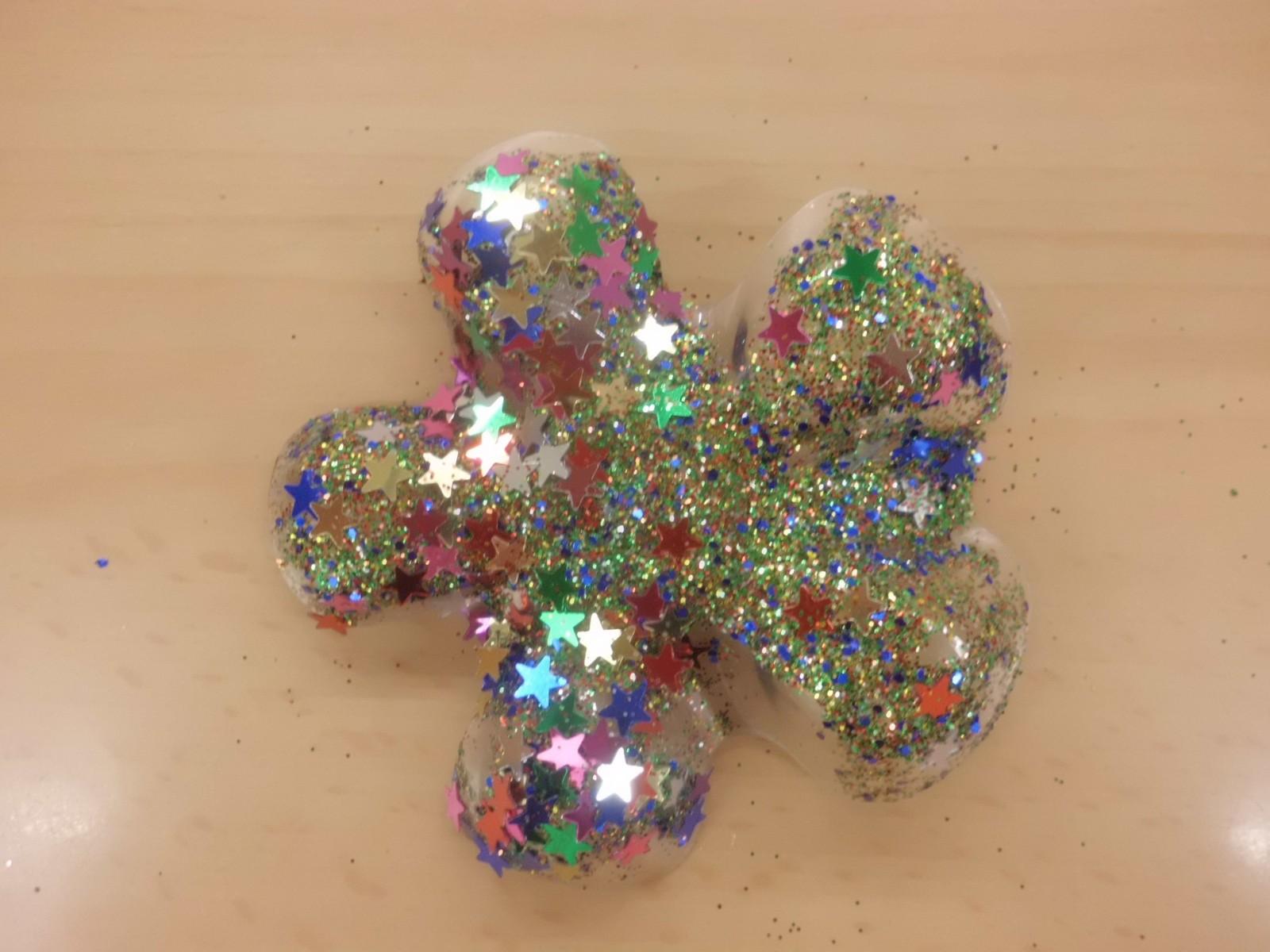 Estrella de navidad con material reciclado ed kame for Adornos navidenos hechos con botellas plasticas