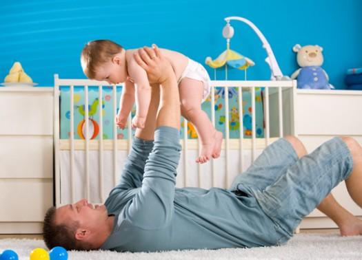 Resultado de imagen para padre jugando con bebé