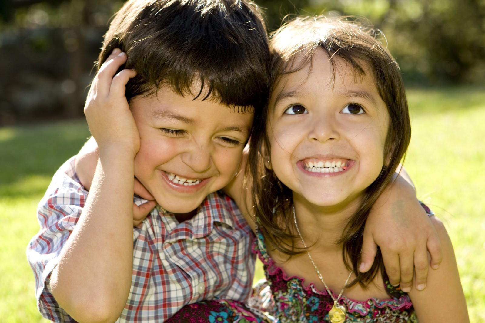 Что делает брат с сестрой когда родителей нет дома 24 фотография