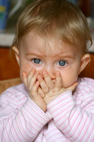 Fotos de ninos que se comen las unas 5