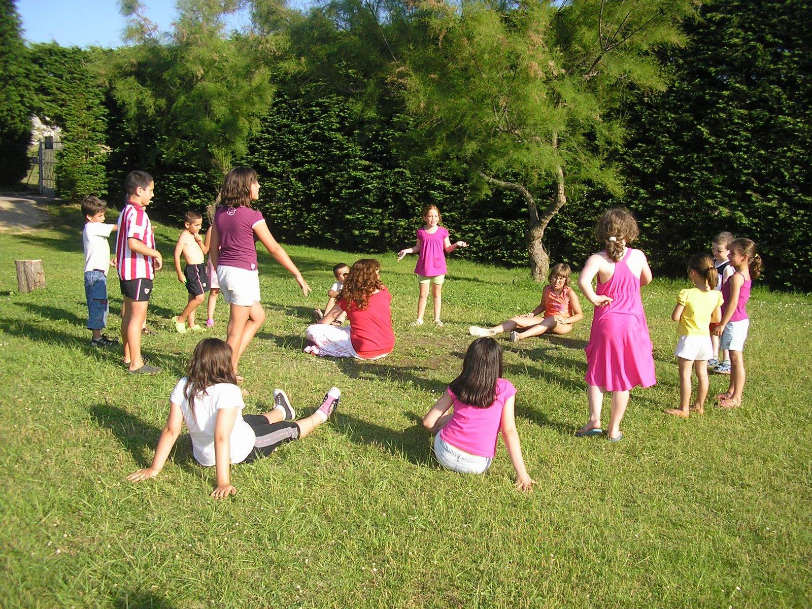 Juegos populares para jugar al aire libre ed kame for Para desarrollar un parque ajardinado