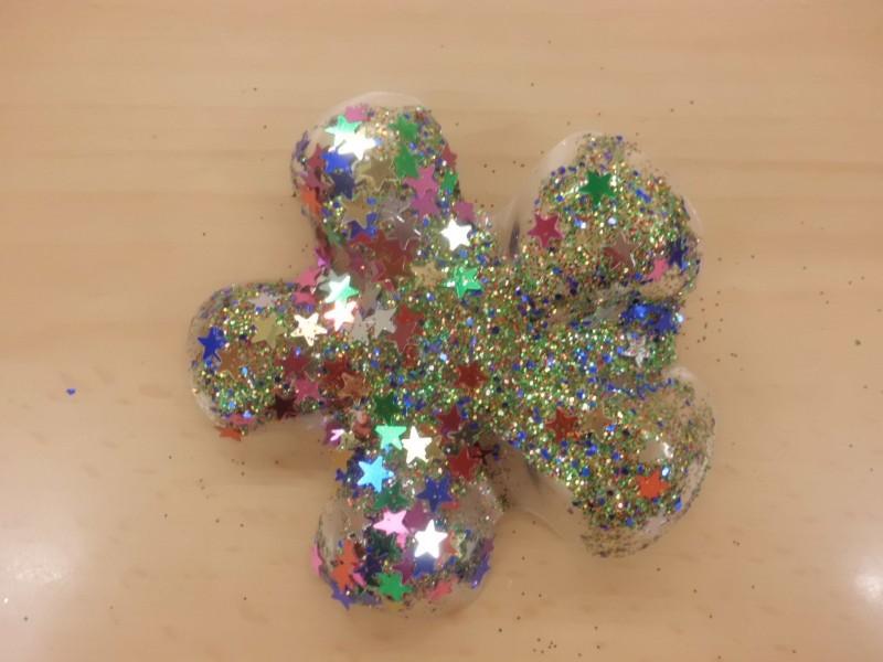 muy barata de hacer: una estrella de Navidad con material reciclado
