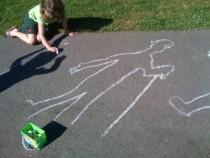 Jugar con las sombras en el parque