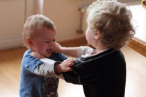 Por qué pegan los niños pequeños