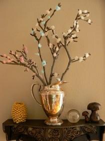 Ramas de árbol decoradas con lana