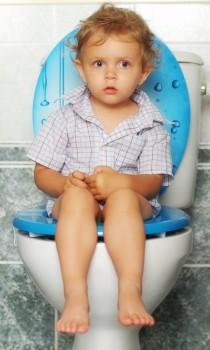 ¿Por qué mi hijo no quiere hacer caca en el WC?