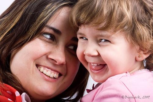 madre-e-hija-riendo
