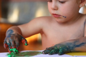 pintar y experimentar manos