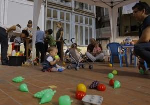 niños jugando sesión puertas abiertas