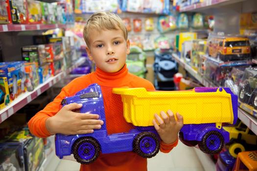 niño con camion de juguete Creciclando, crecer reciclando
