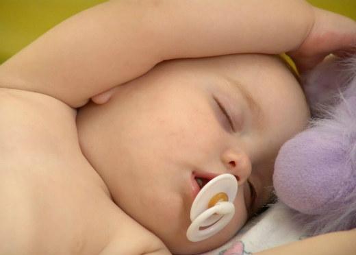 Cuántas horas debe dormir un bebé