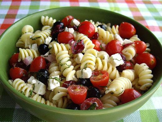 Ensalada de pasta y tomates