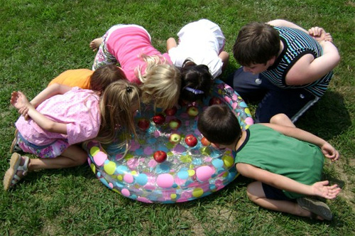 6 ideas para jugar con los ni os al aire libre en verano ed kame for Juegos para jardin nios
